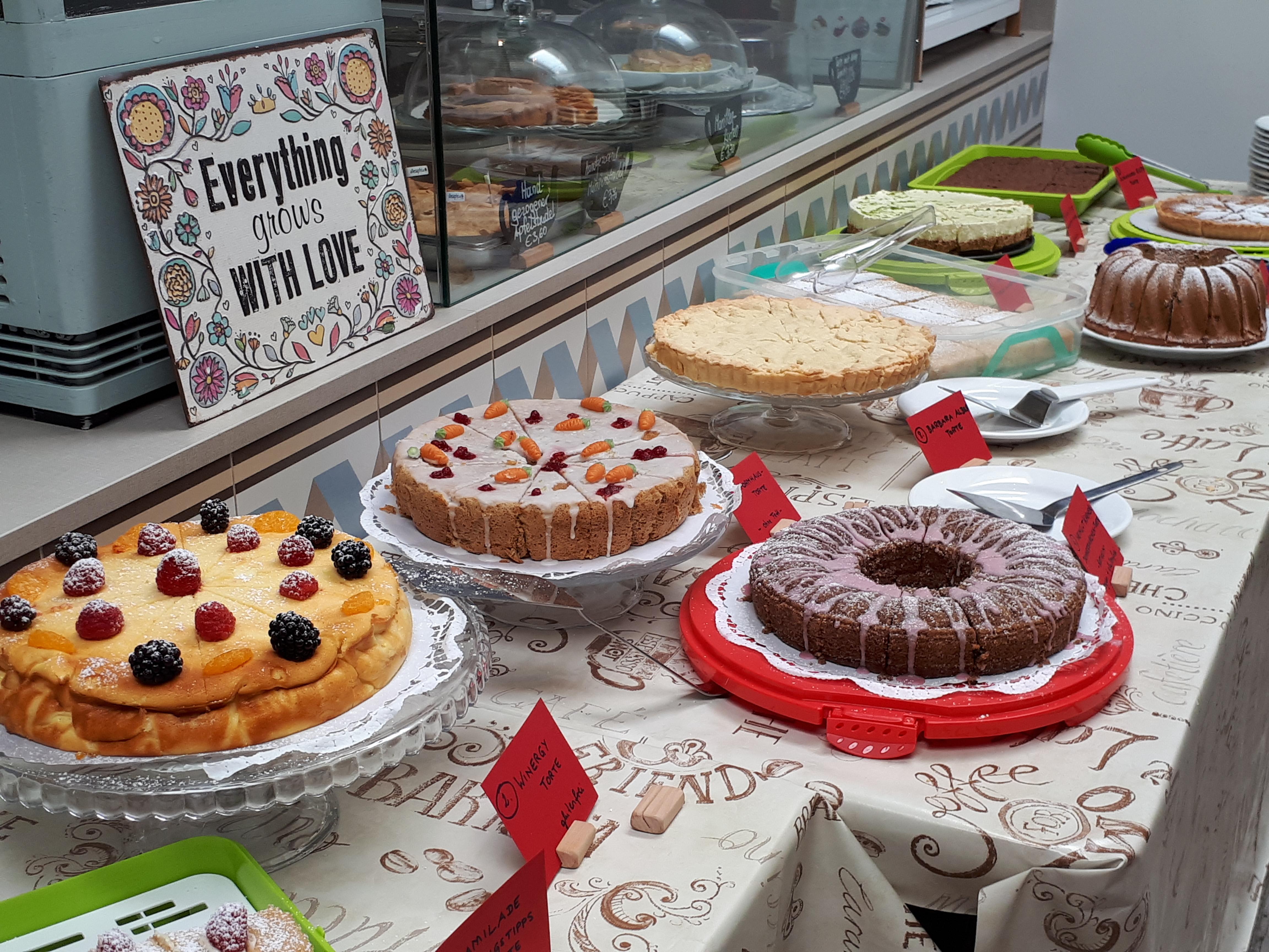 Kuchenparty mit 11 Kuchen von mir